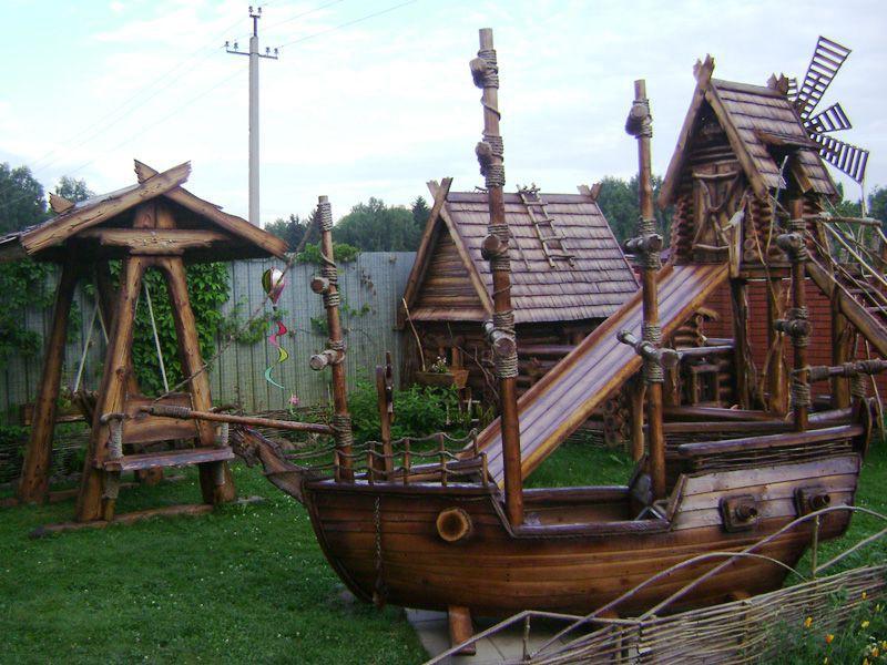 Деревянный корабль под старину
